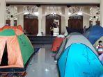 tenda-itikaf-di-halaman-masjid-habbiburrahman-kota-bandung_20170618_172322.jpg