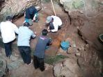 tim-peneliatian-arkeologi-jawa-barat-di-gua-pawon_20170321_170205.jpg