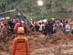 tim-sar-gabungan-melakukan-evakuasi-korban-longsor-di-cisolok-kabupaten-sukabumi.jpg