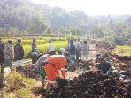 tni-bangun-jalan-di-desa-argasari-kecamatan-talaga-kabupaten-majalengka-972019.jpg