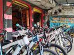 toko-sepeda-yang-dimiliki-oleh-wahid-55-di-wilayah-cimindi-kota-cimahi.jpg