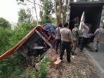 truk-bernomor-polisi-f-8487-ql-pengangkut-logistik-pilkada-kabupaten-sukabumi.jpg