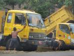 truk-sampah-dicuci_20151127_171249.jpg