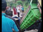 truk-terjebak-di-jembatan-penghubung-dua-desa-di-kecamatan-malausma-kabupaten-majalengka.jpg