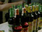 tuak-dan-botol-minuman-keras-ilegal-yang-diamankan-polsek-jatinangor-pada-malam-tahun-baru-2018_20180101_114437.jpg
