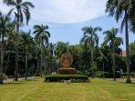 tugu-makara-universitas-indonesia.jpg