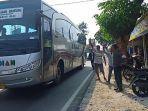tukang-ojek-menanti-penumpang-sewaktu-bus-melewati-pacimas-kalipucang.jpg