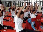 tunanetra-mengikuti-pengenalan-yoga.jpg