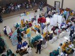 vaksinasi-massal-di-garut-target-2500-orang-mulai-pegawai-bank-hingga-pedagang-di-pasar.jpg