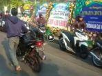 video-pemotor-dorong-kendaraan-saat-melewati-rumah-jannatun-cintya-dewi-korban-lion-air-pk-lqp_20181102_143446.jpg