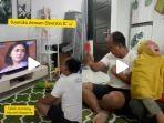 video-viral-bapak-bapak-fokus-nonton-ikatan-cinta.jpg