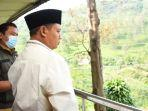 wakil-gubernur-jawa-barat-uu-ruzhanul-ulum-saat-meninjau-kawasan-wisata-rindu-alam.jpg