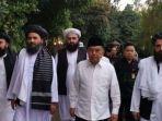 wakil-presiden-ke-10-dan-ke-12-jusuf-kalla-saat-bertemu-dengan-taliban.jpg