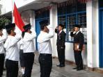 warga-cibadak-upacara-bendera_20160817_113142.jpg