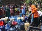 warga-desa-babadan-antre-air-bersih.jpg