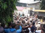 warga-komplek-fadjar-raya-kelurahan-cibabat.jpg