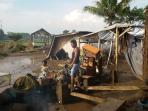 warga-korban-banjir-mencari-barang-sisa-yangterpakai_20160922_233301.jpg