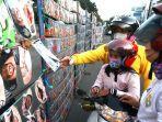 warga-membeli-masker-yang-dijajakan-jalan-otto-iskandardinata-kota-bandung.jpg