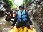 wisata-air-sungai-cigeureuh-ada-spot-mirip-green-canyon-bisa-sambil-belajar-di-sakola-cai.jpg