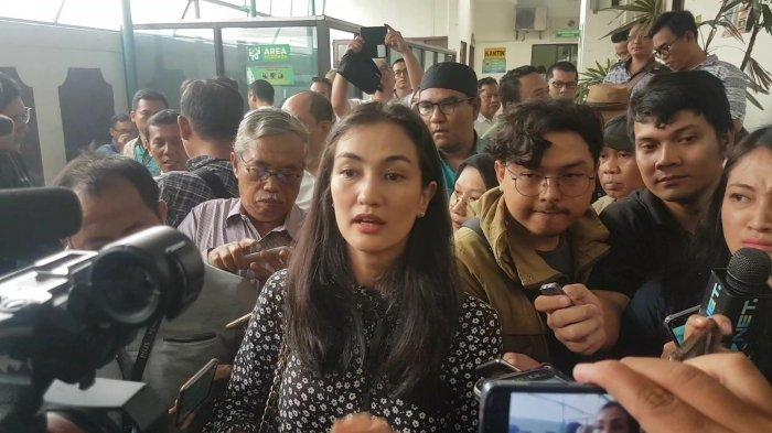 Hadir di Sidang Perdana Ratna Sarumpaet, Atiqah Hasiholan Menilai Ada Dakwaan yang Tidak Sesuai
