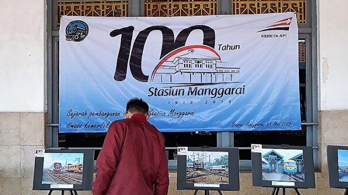 Pengguna KRL Terharu Lihat Foto 100 Tahun Stasiun Manggarai