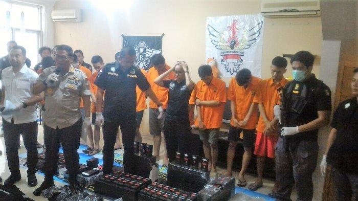 Polisi Ringkus 11 Tersangka Gembong Perdagangan Cairan Vape Mengandung Ekstasi di Kelapa Gading