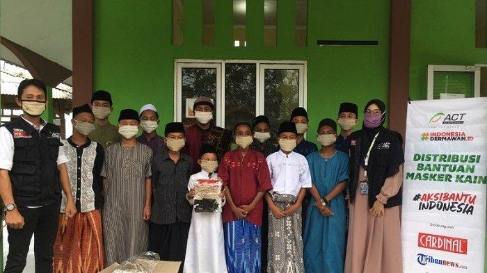 Tribunnews Bersama Cardinal dan ACT Donasikan 1.500 Masker Kain ke Pondok Pesantren di Banten