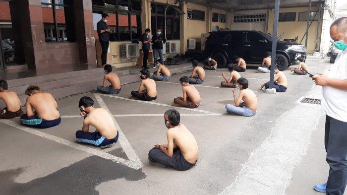 Pakai Seragam Sekolah Diduga Mau Demo di DPR, 18 Oorang Diamankan di Semanggi