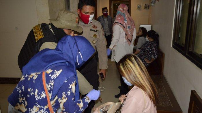 18 PSK yang diamankan Satpol PP sedang mesum di Hotel Zen Room Kasira Bintaro pada Jumat (16/10/2020) malam.