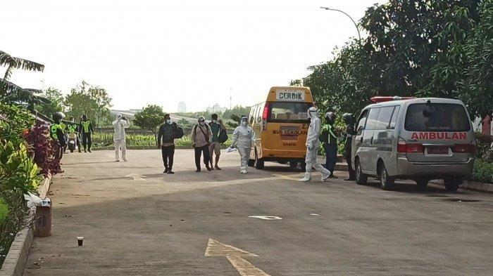 Diantar Bus Sekolah, 3 Pasien Pertama Tiba di Tempat Isolasi Covid-19 Rusun Nagrak