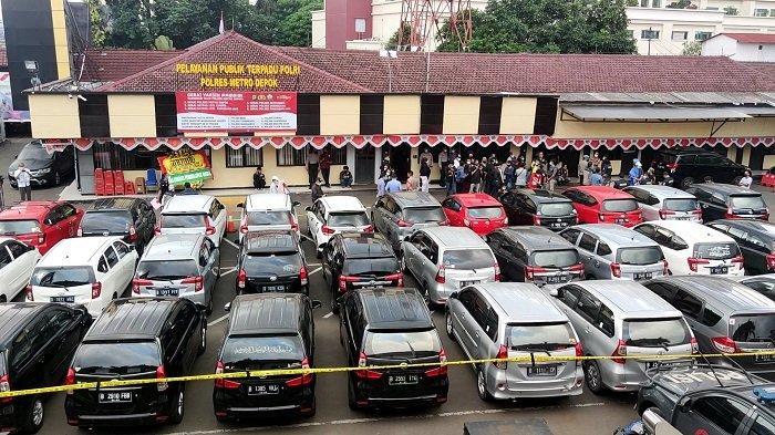 Beraksi 2 Bulan, Wanita dan 4 Kaki Tangannya Bawa Kabur 40 Mobil Rental Diringkus Polres Metro Depok