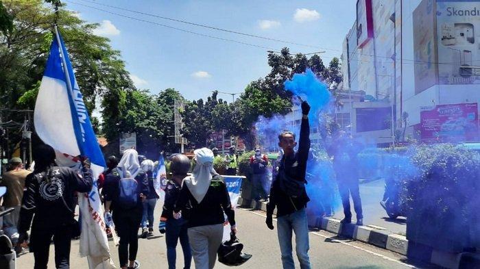 Polisi Sekat 5.000 Buruh Tangerang yang Hendak Menuju Jakarta Untuk Demo Tolak Omnibus Law