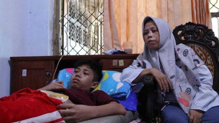 Seorang bocah yatim bernama Achmad Syawaludin Akbar sudah 6  bulan ini tak bisa buang air besar (BAB) secara normal (Kompas.com)