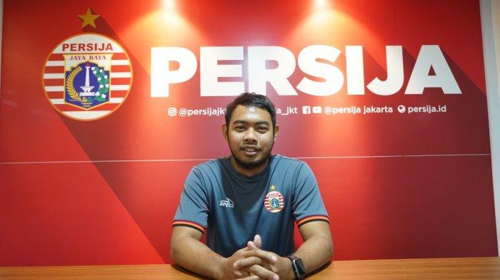 Penjaga gawang baru Persija Jakarta, Adixi Lenzivio diperkenalkan menjadi rekrutan terbaru skuat Macan Kemayoran di kompetisi musim 2019, Kamis (23/5/2019).