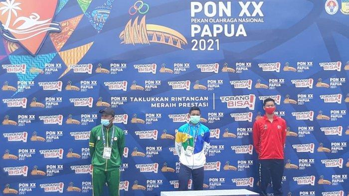 Perenang Jawa Barat, Aflah Fadlan Prawira menjadi yang tercepat di renang perairan terbuka jarak 10.000 meter di Teluk Yos Sudarso, Kota Jayapura, Selasa (5/10/2021).