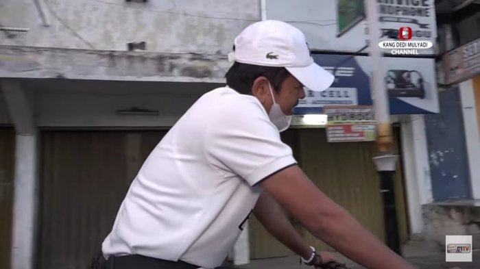 Anggota DPR Dedi Mulyadi bersepeda di pagi hari untuk menjaga kondisi kesehatannya.