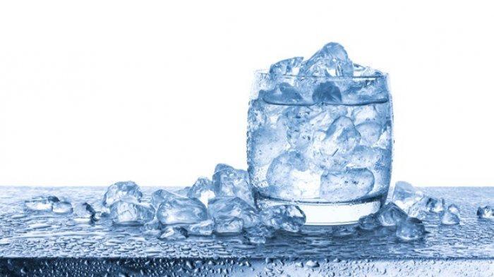 Benarkah Minum Air Es Bikin Badan Gemuk? Simak Penjelasannya