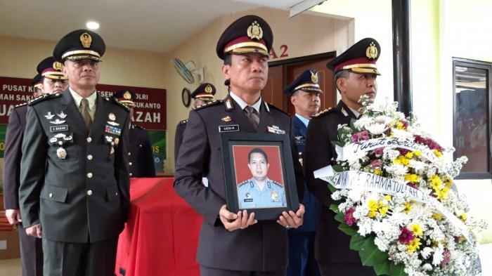 Suasana Haru Warnai Penghormatan Terakhir Korban Lion Air PK-LQP AKBP Sekar Maulana