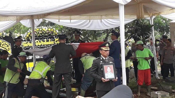 Jadi Korban Lion Air PK-LQP, Jenazah AKBP Sekar Maulana Dimakamkan di TPU Karet Bivak