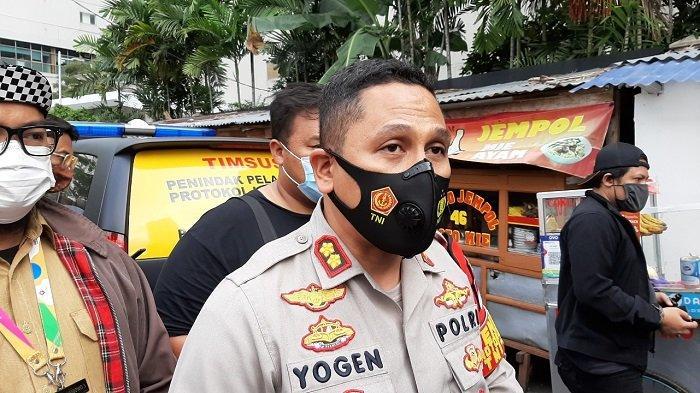 Kapolsek Metro Setiabudi AKBP Yogen Heroes Baruno saat diwawancarai terkait penemuan potongan tubuh manusia di Apartemen Ambassador, Jakarta Selatan, Senin (22/3/2021).