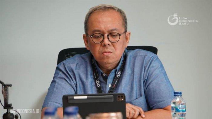 Direktur Utama PT Liga Indonesia Baru Akhmad Hadian Lukita memimpin rapat virtual dengan PSSI dan 18 klub Liga 1 2020, Jumat (17/2020).