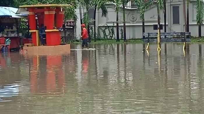 Diguyur Hujan Deras, Akses Menuju Vihara Bahtera Bhakti Ancol Terendam Air 20 Cm