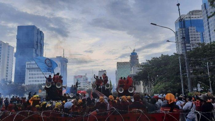 Unjuk Rasa Berlangsung Tertib, Massa Aksi Tolak Omnibus Law di Patung Kuda Bubarkan Diri