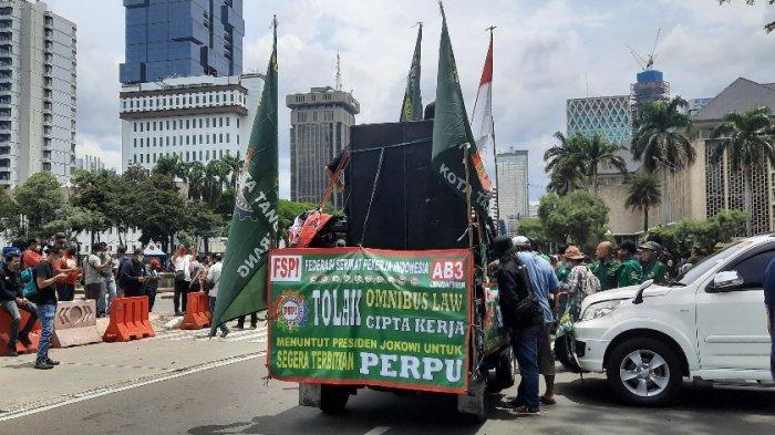 Massa Kembali Gelar Unjuk Rasa Tolak UU Cipta Kerja, Begini Kondisi Terkini di Patung Kuda