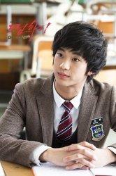 Aktor Drama Korea ( drakor) Kim Soo Hyun.