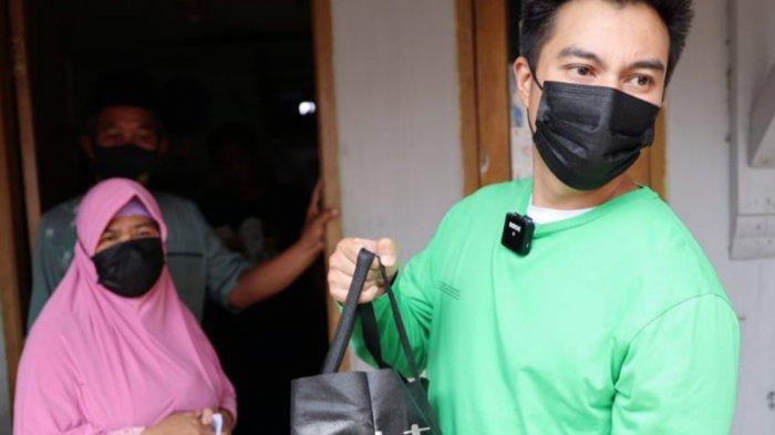 Bagikan Ratusan Paket Sembako Bersama Goklat Indonesia, Baim Wong Prihatin Lihat Warga Depok