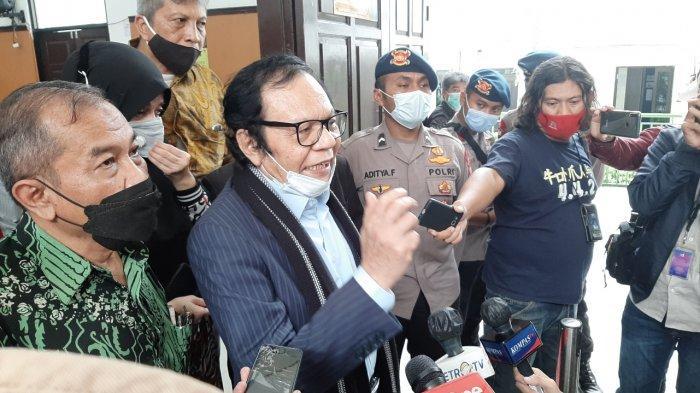 Kuasa hukum Rizieq Shihab, Alamsyah Hanafiah, seusai sidang putusan praperadilan di Pengadilan Negeri Jakarta Selatan, Rabu (17/3/2021).