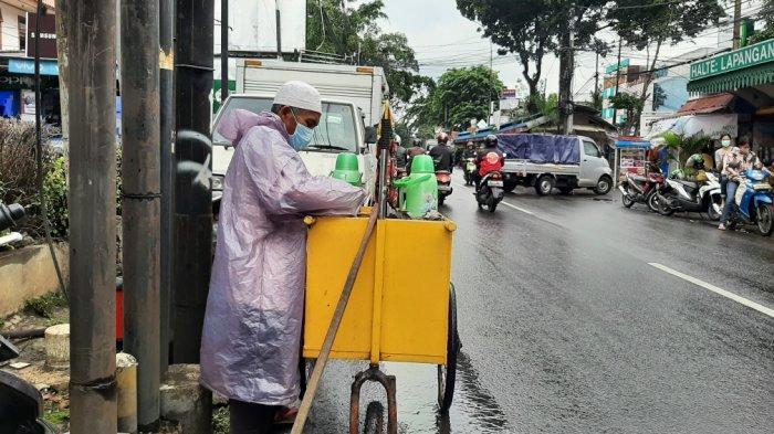 Kisah Suyadi, Pedagang Kopi Pakai Gerobak dan Tongkat di Jakarta Timur: Pasang Tarif Seikhlasnya