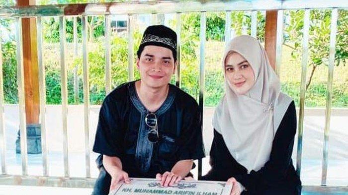 Intip Potret Romantis Alvin Faiz Rayakan Sebulan Menikah, Henny Rahman Tertawa: Satu Bulan Ceunah