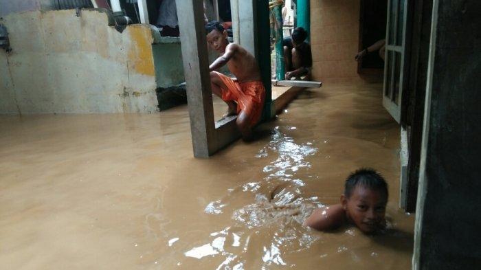 Banjir 2 Meter di Pejaten Timur, Puluhan Warga Sudah Dievakuasi